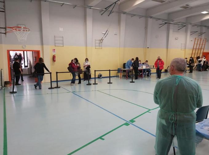 Lombardia: parte il piano vaccinazioni per il personale scolastico