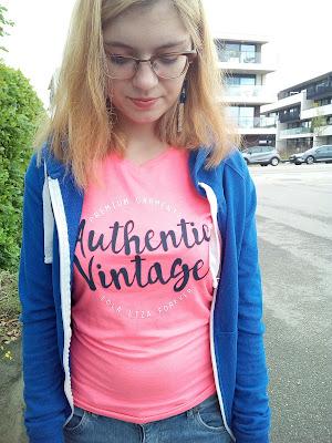 authentic vintage pink roze t-shirt lola & liza blauwe vest