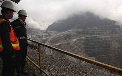 Employees warned over heightened security risks at Papua mine