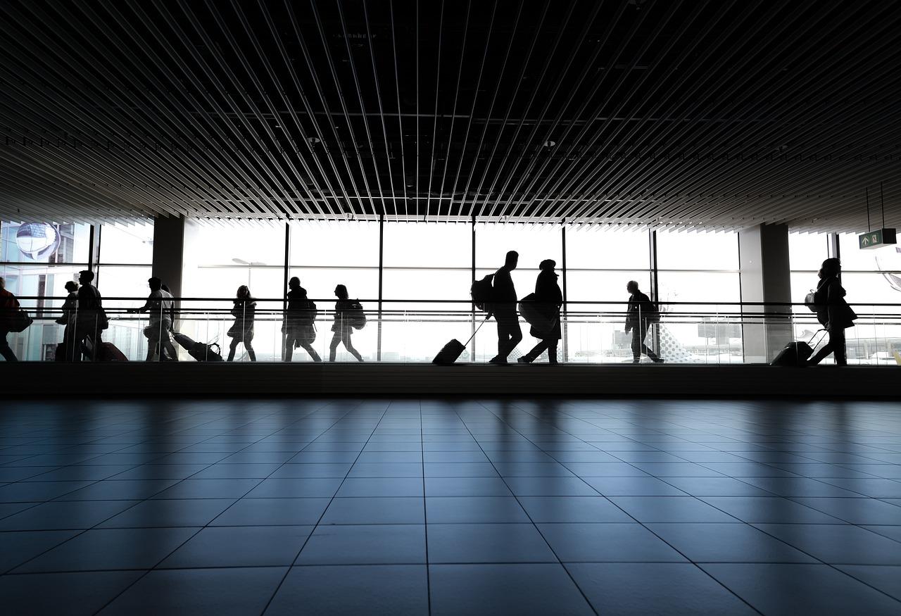 """Nice: le gouvernement soutient l'extension de l'aéroport, """"on ment aux gens"""" lui répond le Collectif citoyen 06"""