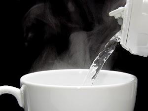 Sungguh Luar Biasa Manfaat Minum Air Hangat Sebelum Tidur Buat Kesehatan