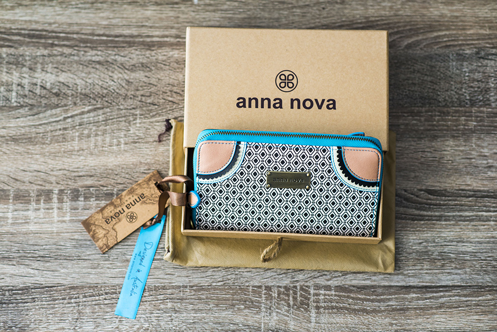 Casual wear featuring Anna Nova wallet