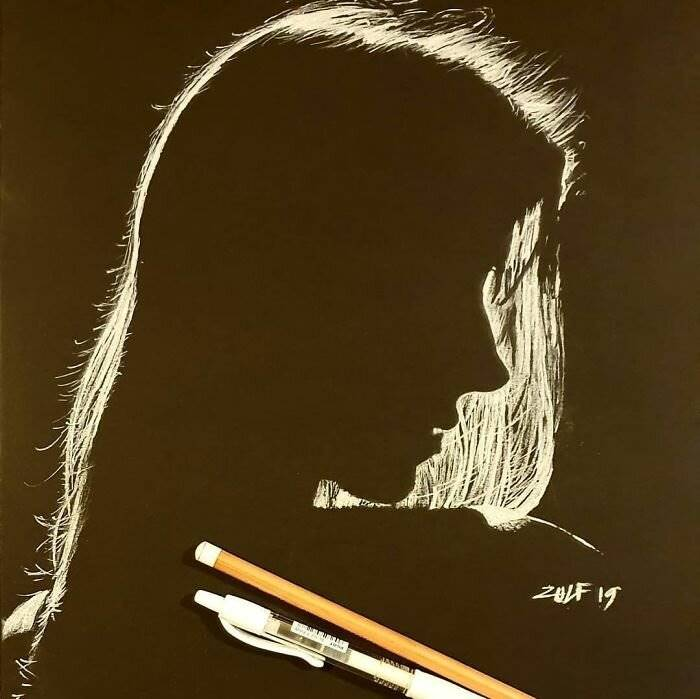 Zulf is an artist who draws pure realism on sheets of black paper using only a combination of pastel and charcoal . If his main creation is based on half-hidden portraits , with them he shows how well he knows and knows how to handle lights and shadows. This is one of those cases that shows that sometimes less is more.