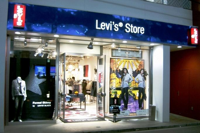 ce057c92cd Agora vamos falar sobre as lojas da Levi s em Miami e Orlando