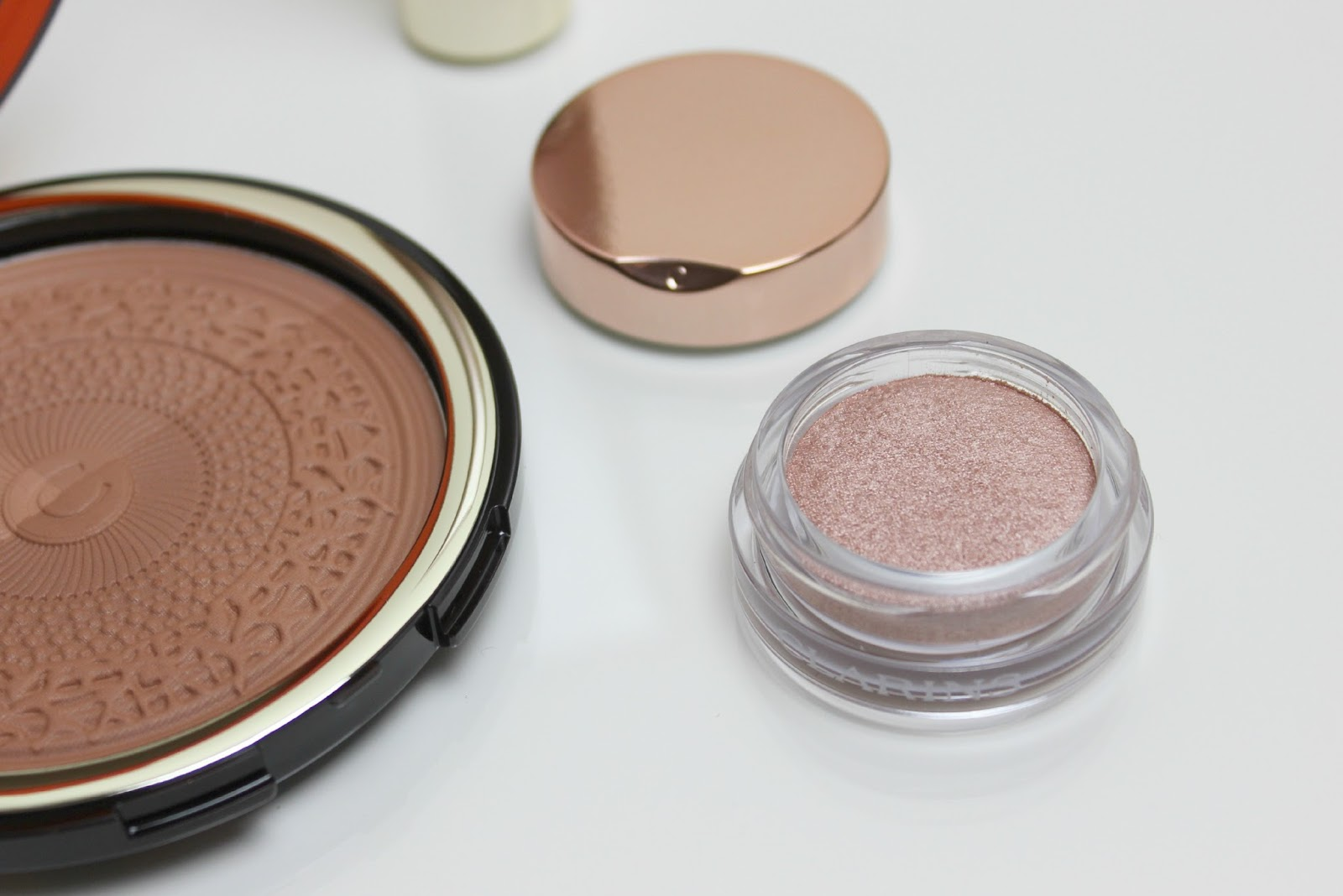 A picture of Clarins Ombre Iridescente Cream-to-Powder Eyeshadow in 01 Aquatic Rose