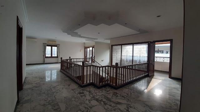 area lantai dua rumah mewah pondok indah