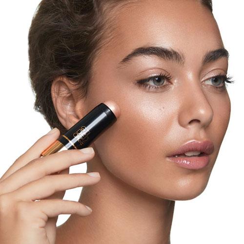 tendencias de maquillaje 2019 iluminador