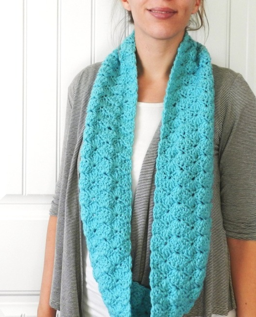 Elise Engh Studios Free Shell Infinity Scarf Pattern