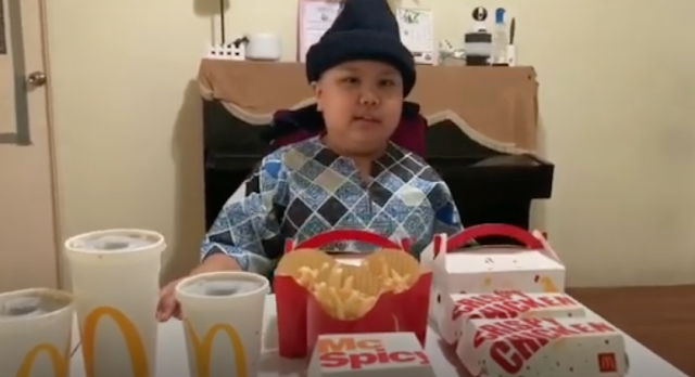 Viral sampai Jepang! Bocah Bernama Adam Ini Menangis Sejadi-jadinya saat Diberi Kejutan oleh Ibunya