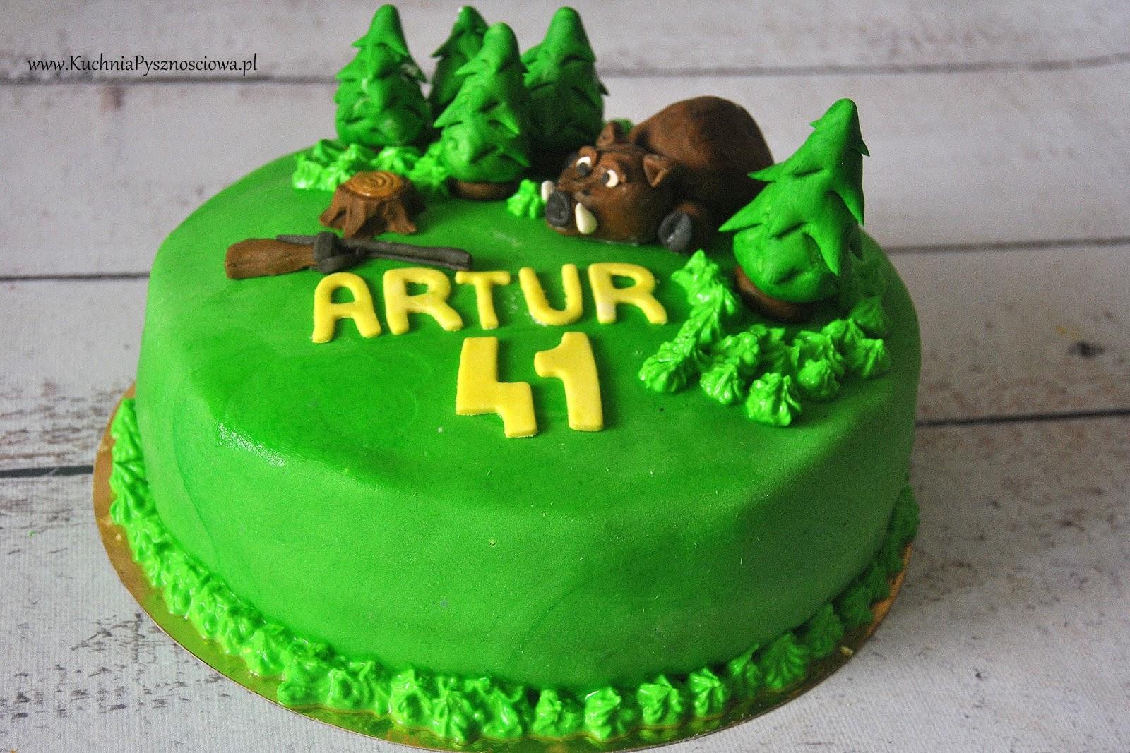 Tort urodzinowy z dzikiem i lasem