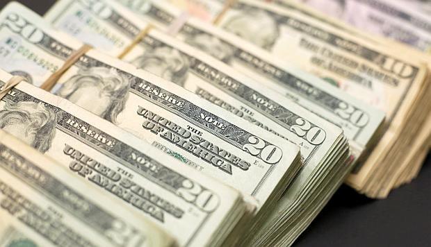 Dólar sube a nivel global
