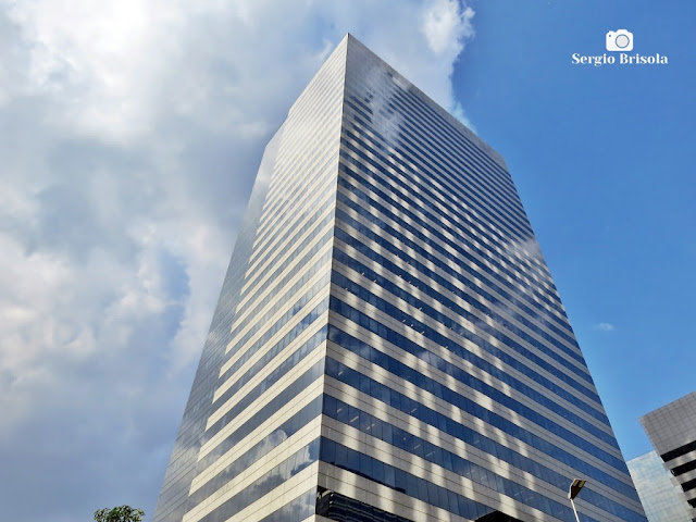 Vista ampla do Edifício Rochaverá Crystal Tower - Chácara Santo Antônio - São Paulo