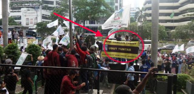 Usut Tuntas! Demonstran Geger Di Depan Pengadilan, Mau Tak Mau Ahok Harus Ditahan