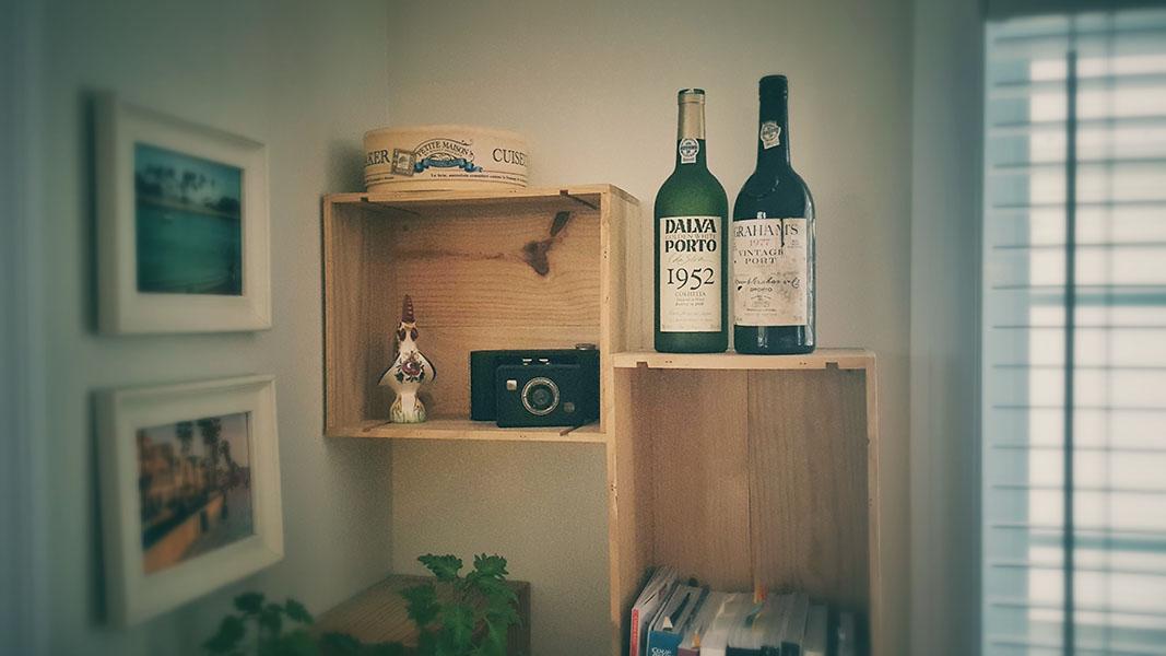 wine crates, floating shelves, kitchen decoration