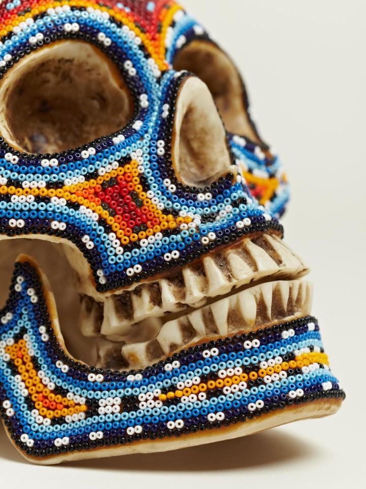 Изысканные черепа. Huichol Skull 18