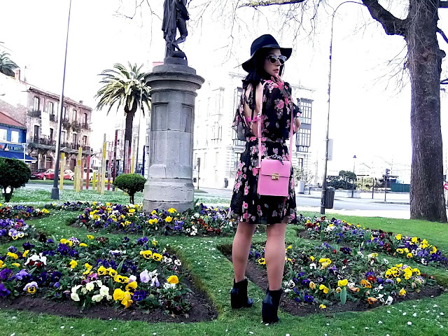 fashion, moda, look, outfit, blog, blogger, walking, penny, lane, streetstyle, style, estilo, trendy, rock, boho, chic, cool, casual, ropa, cloth, garment, inspiration, fashionblogger, art, photo, photograph, Avilés, oviedo, gijón, vestido, ruffles, volantes, dress, zara, bolso, bag, botas, boots