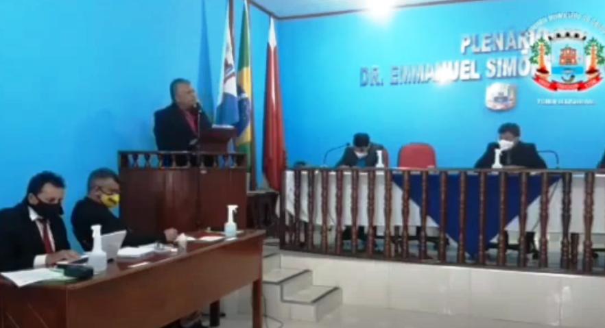 Vereador contra-ataca presidente da Câmara de Óbidos: Pau-mandado é você!; vídeo