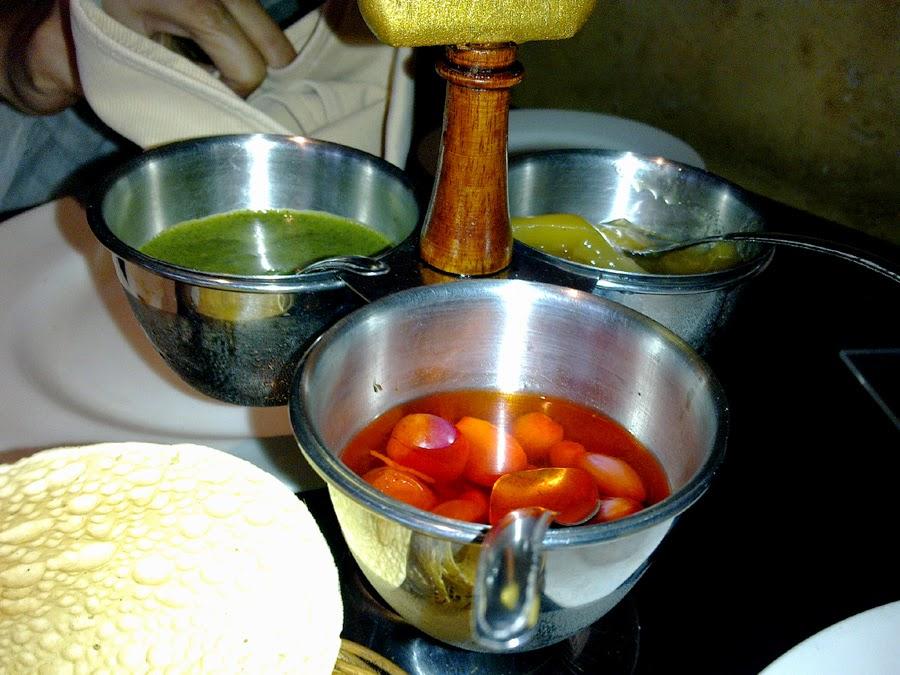 Tata Cara Makan di India Table Manner