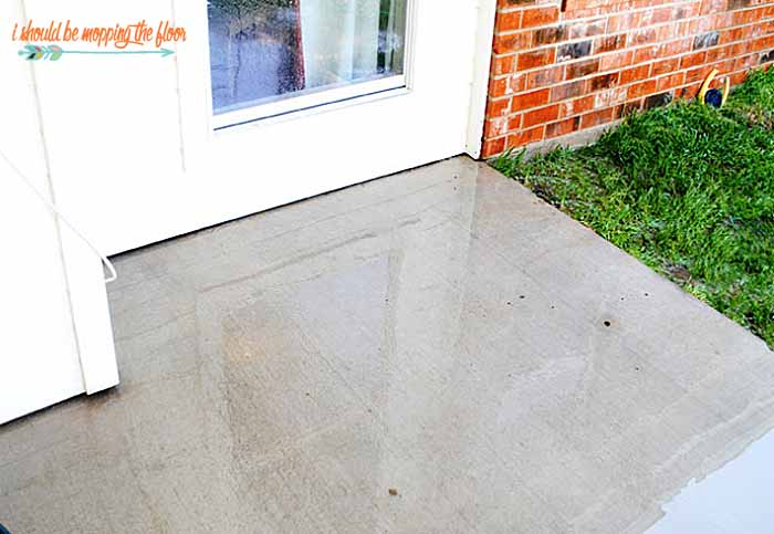 DIY Miracle Concrete Patio Cleaner | i should be mopping the