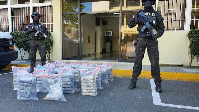 AUTORIDADES OCUPAN 103 PAQUETES PRESUMIBLEMENTE COCAÍNA EN ISLA BEATA, PEDERNALES