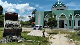Satlantas Polres Luwu Utara Bantu Material Timbunan Mesjid Nurul Yaqin Kampal