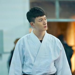 "Profil Shin Seung-Ho Pemeran Heo Don Hyeok ""How To Buy A Friend"""