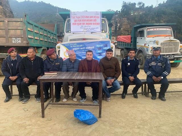 नेपाल भ्रमण वर्ष : टिपर र ट्रकमा भ्रमण वर्षको लोगो टाँसियो  (तस्बिरसहित)