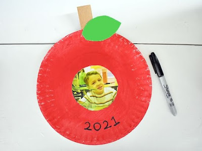 Paper Plate Apple Frame by Our Kid Things