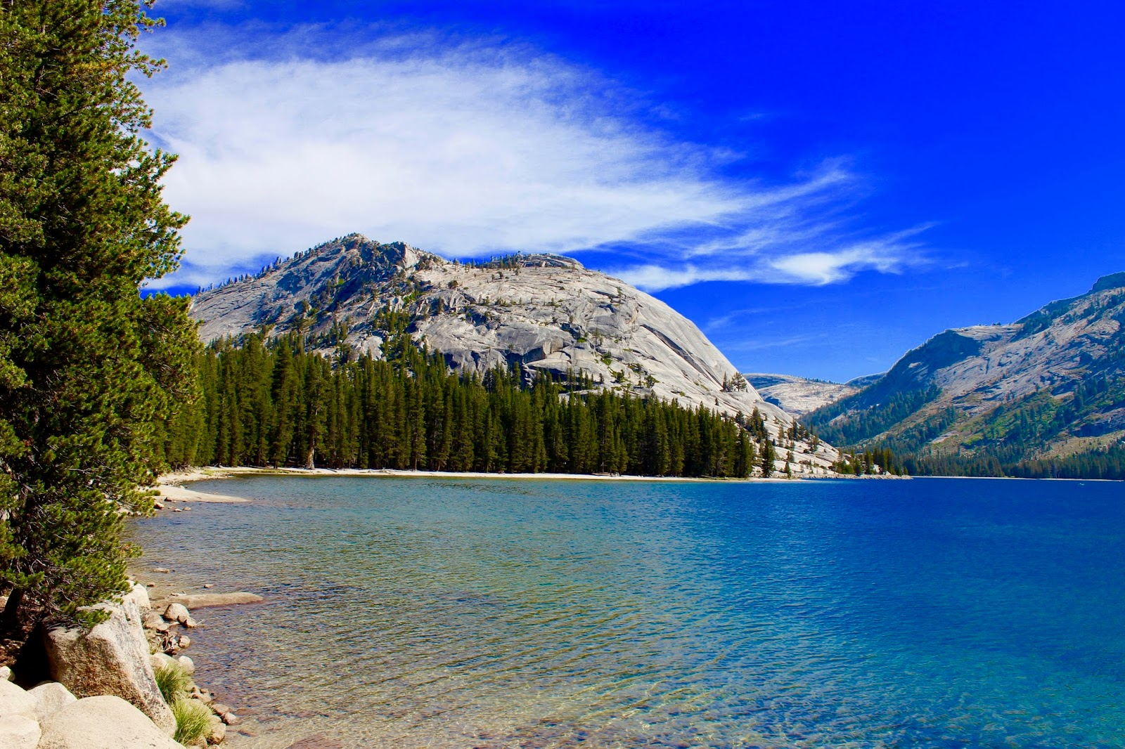 Tenaya-Lake-Yosemite