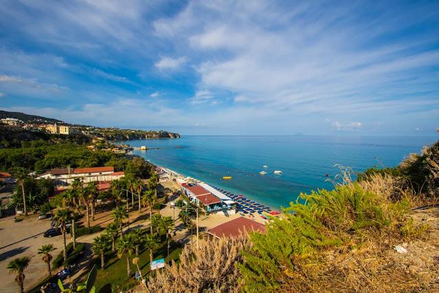 Santuario di Santa Maria dell'isola di Tropea-Vista panoramica sulla sinistra