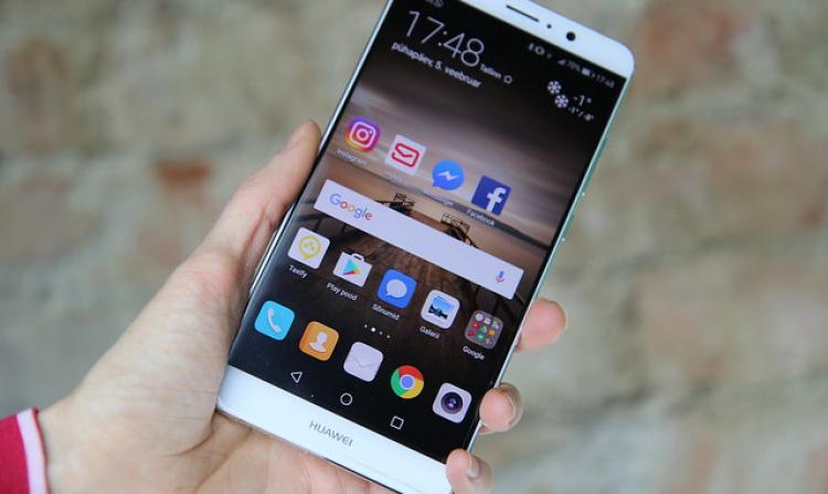 La aplicación de Facebook solo se podrá bajar desde las appstore en los celulares chinos / WEB