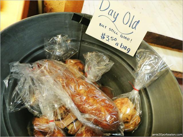 Supermercado de la Cider Hill Farm: Pan y Dulces del Día Anterior