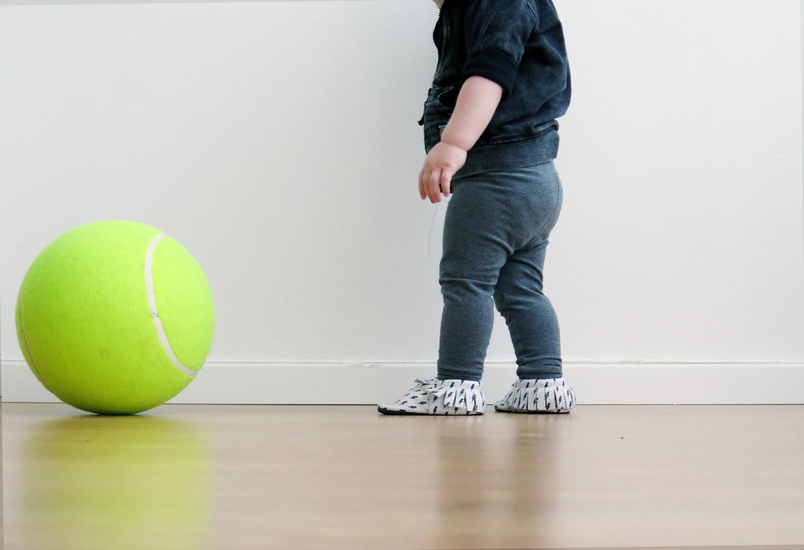 כדור טניס ענק