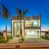 Fachada de casa imponente com formas curvas + paisagismo!