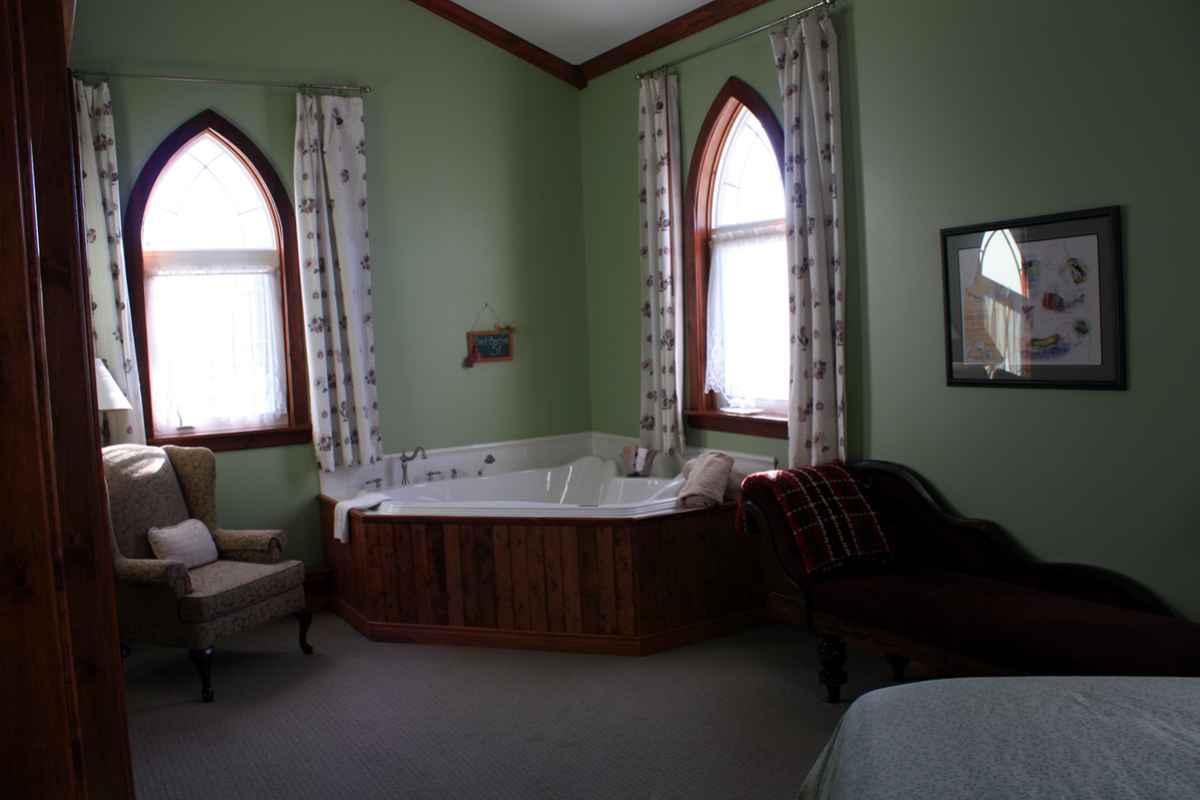au ergew hnliche hotels schlafen in einer alten kirche travelworldonline traveller. Black Bedroom Furniture Sets. Home Design Ideas