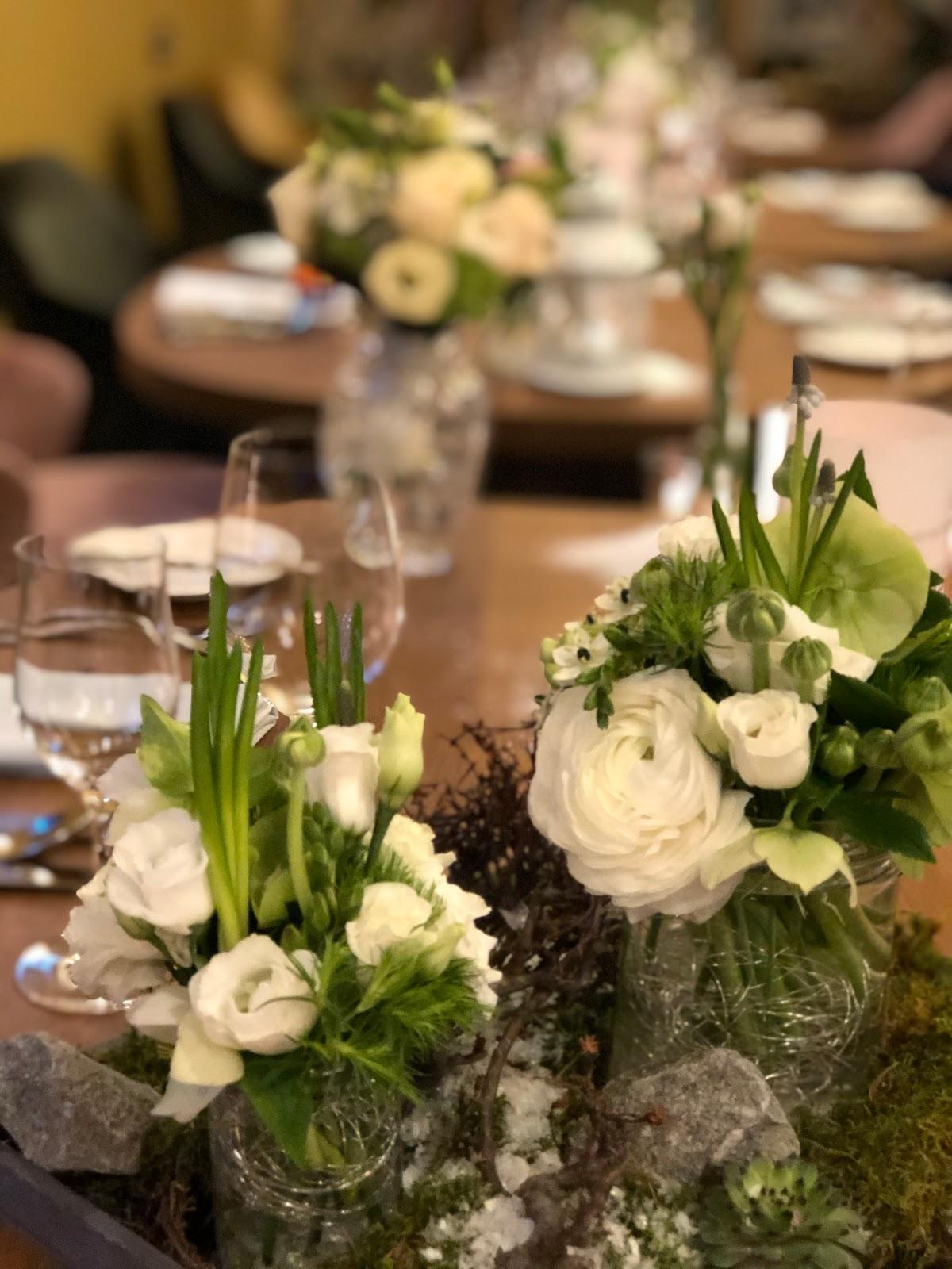 Hochzeitstafel, Winterhochzeit in Garmisch-Partenkirchen, 4Eck Restaurant, heiraten in Garmisch, Hochzeitslocation, standesamtliche Trauung, Hochzeitsplanung 4 weddings & events, Hochzeitsplanerin Uschi Glas