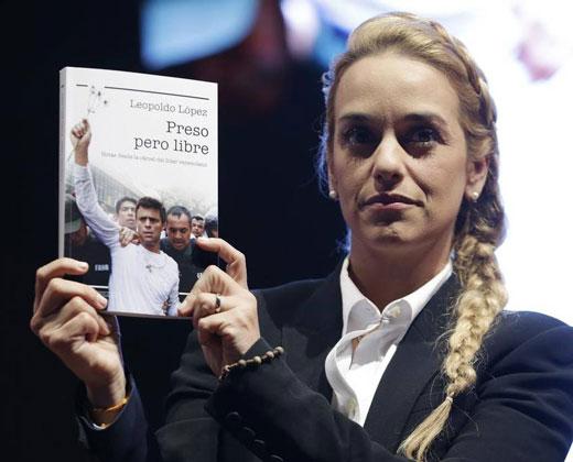 Esposa de López denuncia a Maduro por crímenes de lesa humanidad