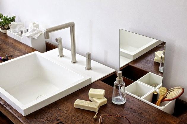 Detalle del lavabo con drenaje inclinado.