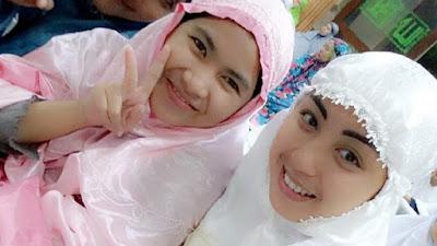 Astagfirullah, Selfie saat Sholat Tarawih Bisa Lunturkan Pahala di Bulan Puasa. Sebarkan...