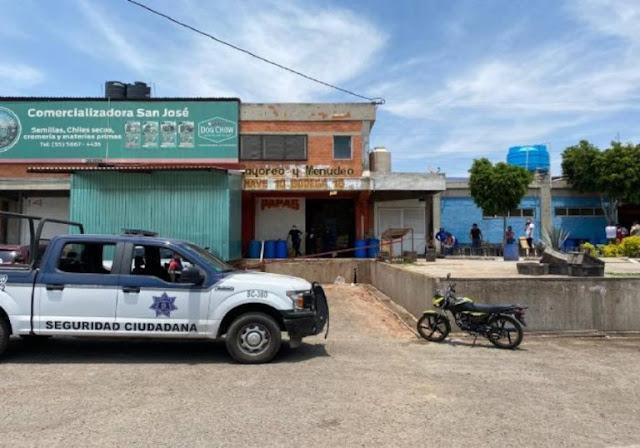 Vengador anónimo asesina a delincuente en Central de Abasto de Tultitlán; madre del ladrón pide justicia