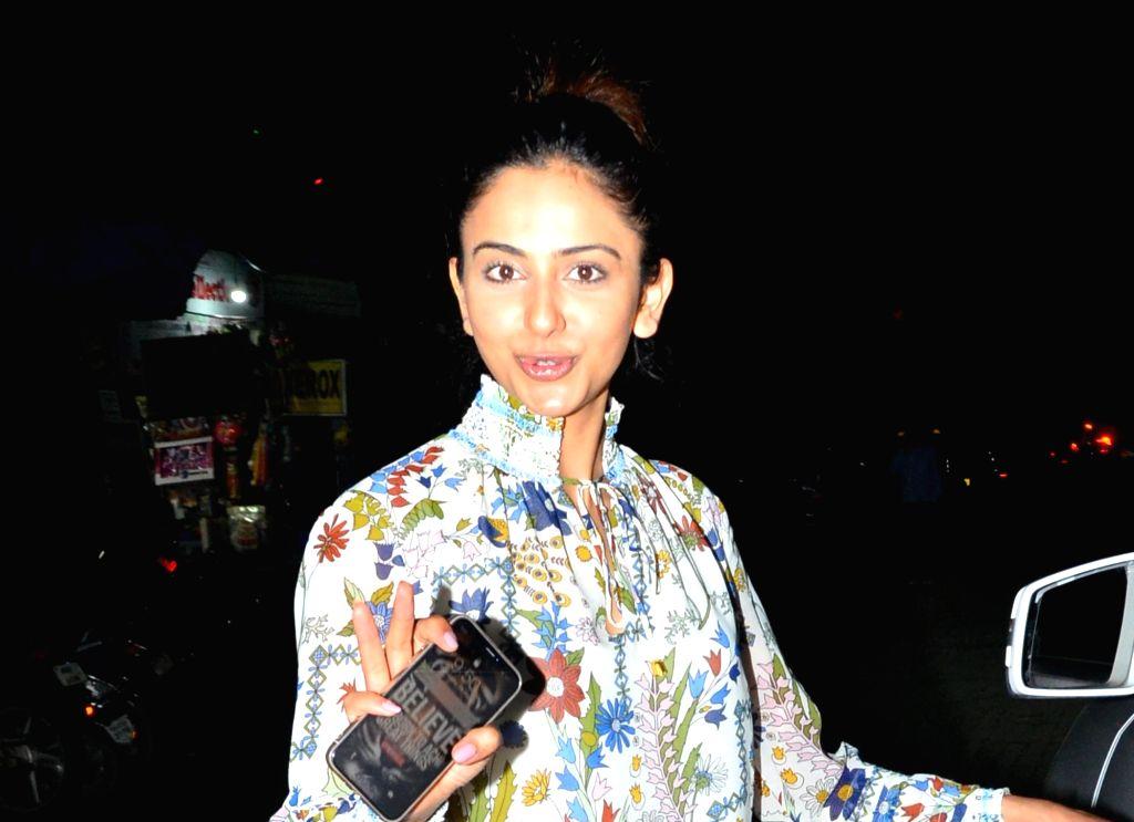 Rakul Preet Singh Seen Without Makeup Real Face In Mumbai