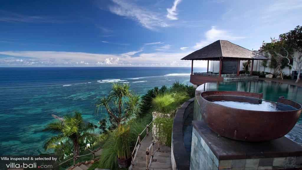 Luxurious Balinese Villa Infinity Pool Ocean Views