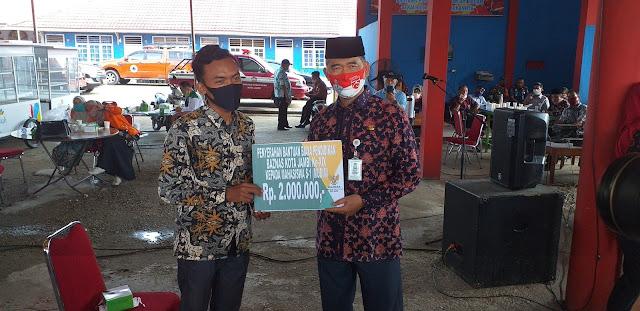 Walikota Jambi Secara Simbolis Berikan Bantuan Bea Siswa-siswi SD, MTS, SI Ke-XIX Dari Baznas.