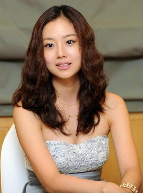 Actress Moon Chae Won