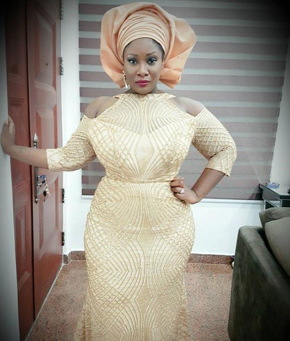 Ukwu nwanyi owerri! Fans hail Toolz as OAP flaunts curves