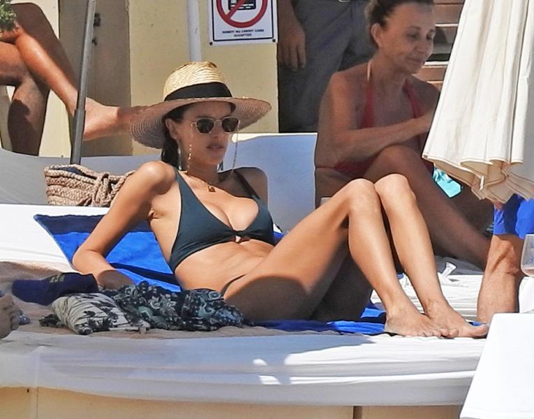 Alessandra Ambrosio Hot Bikini Gallery