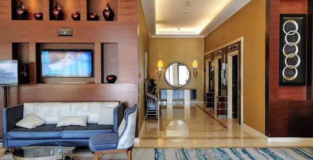 Hotellissa on huoneita 15 kerrosta
