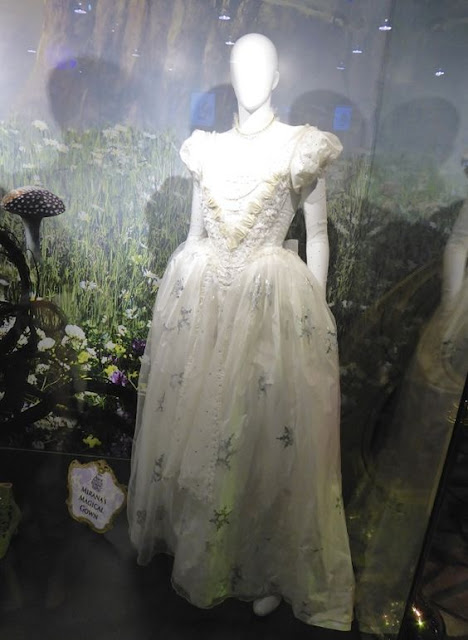 vestido branco no manequim
