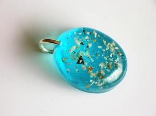 Coloured keepsake charm for ashes