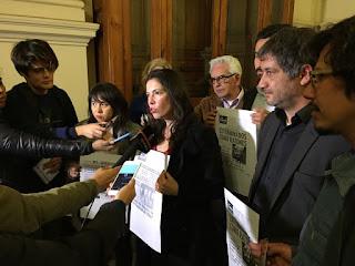 """Colegio de Periodistas rechaza homenaje a Edwards y llama a """"senadores demócratas"""" a no asistir al acto"""